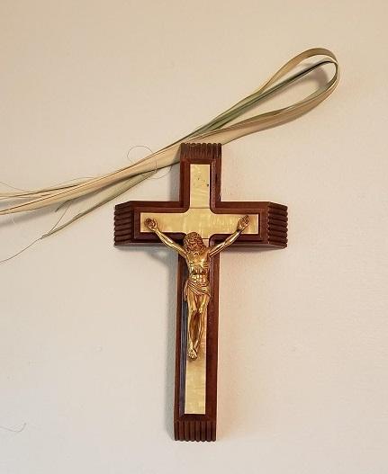 crucifix and palms4