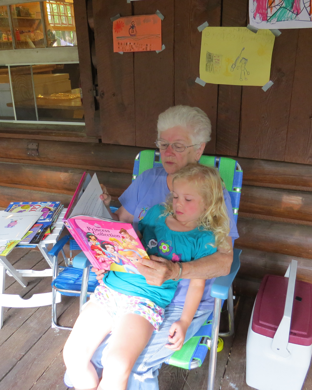 Mom-Alli reading